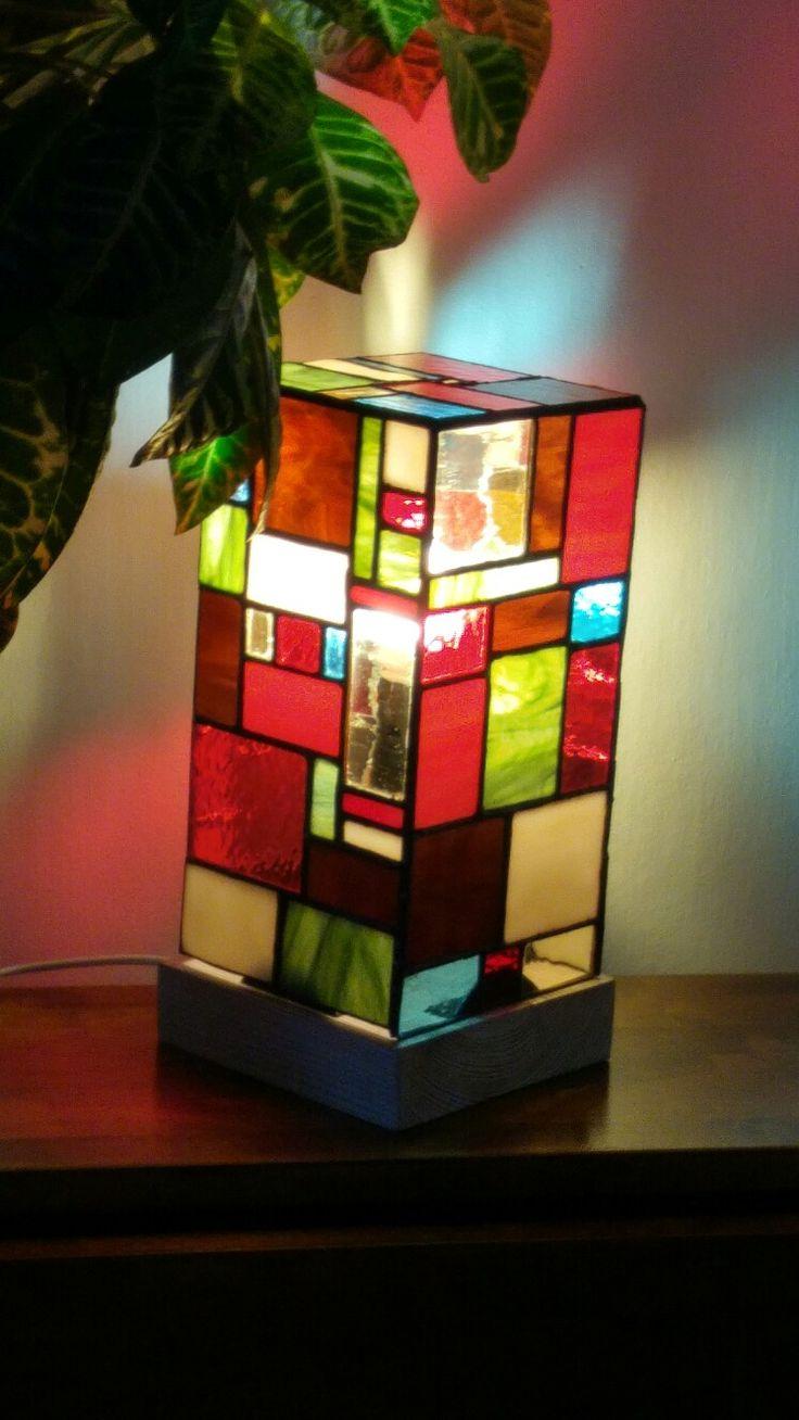 Lampa vyrobená technikou Tiffany