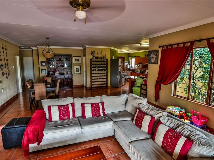 Casa Dias - Enjoy a view overlooking a private game reserve. Take a swim to cool down and listen to the fish eagles call. State of the art security system. 40km from Kruger National Park. Transport from airport available ... #weekendgetaways #nelspruit #lowveldlegogote #southafrica