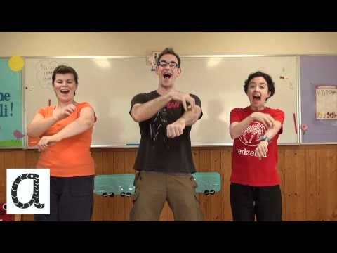 Jolly Phonics・ジョリー・フォニックス - /a/ (Ants on My Arm) - YouTube