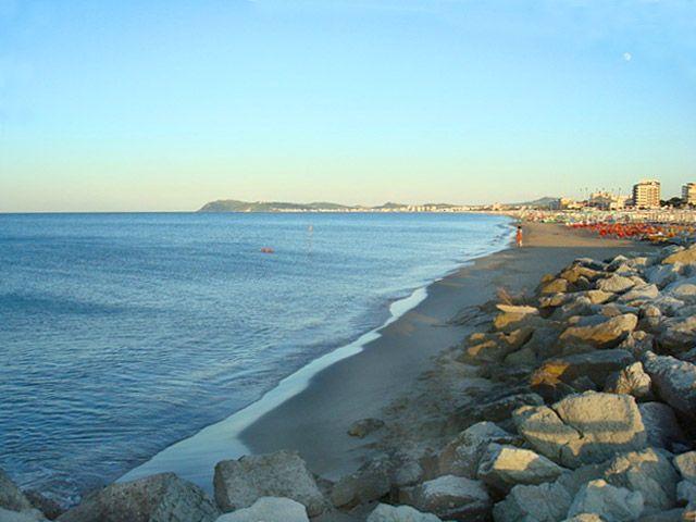 Costa di Riccione veduta dal porto