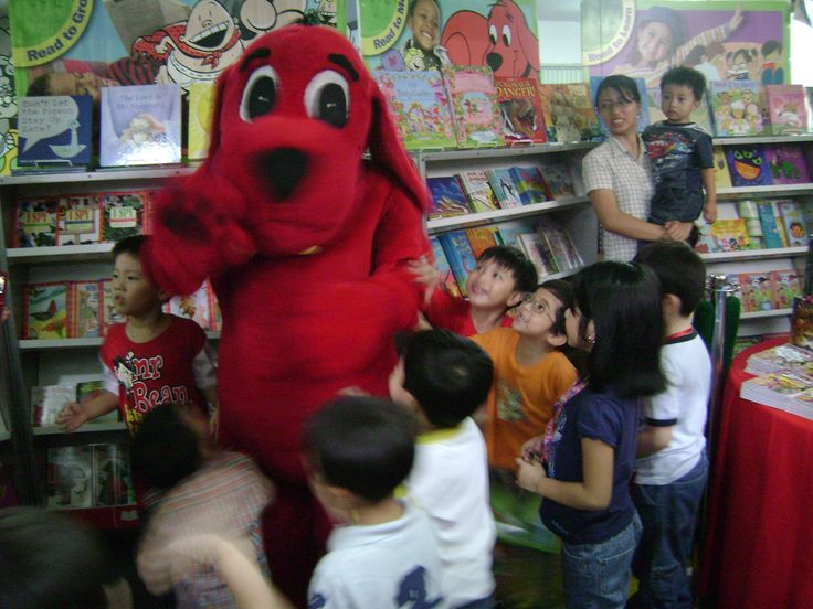 A very special guest visits the Scholastic Book Fair!