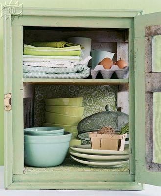 mooi kastje: Color, Cottage Decorating, Cottages, Country Life, Cottage Cabinet, Cottage Kitchens, Country Cottage, Quaint Cupboards