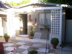 Constantia, Cape Town, Self Catering Holiday Accommodation - Bay Tree Cottage http://capeletting.com/southern-suburbs/constantia/bay-tree-cottage-74/