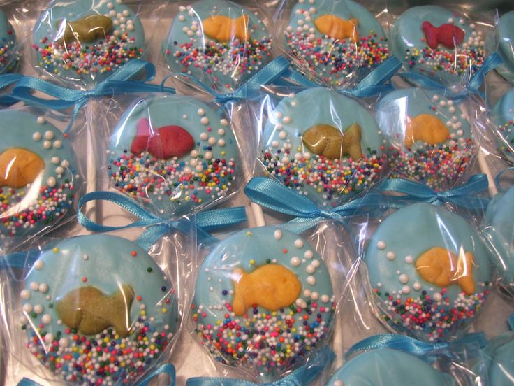 """Fish Bowl Oreo Pops ~ Custom made for """"Cat in the Hat"""" Theme #Partyfavor #CatintheHat #ChocolateFavor"""
