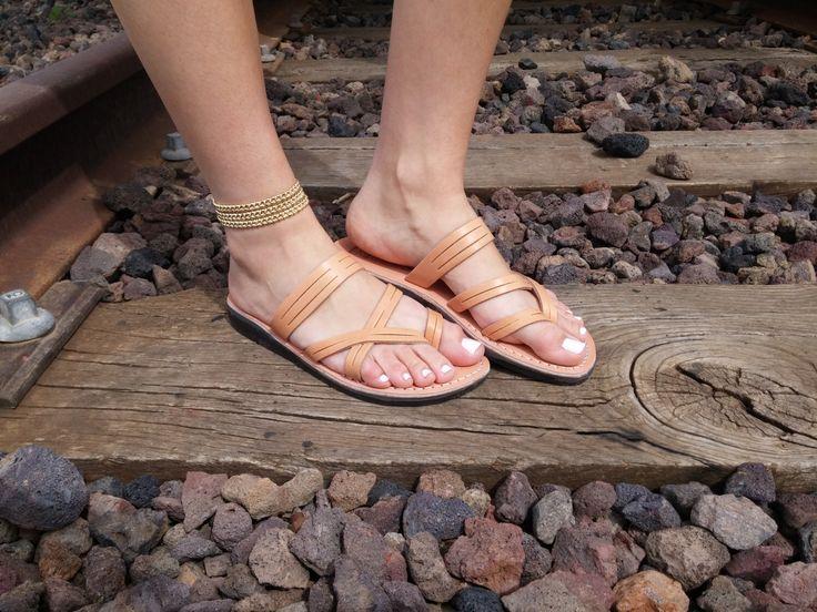 VENTA! Nuevas sandalias de cuero con tirantes. Zapatos para Mujeres y Hombres Chancletas Cintas Pisos Calzado de Diseñador Bíblico de Jesús  de Sandalimshop en Etsy https://www.etsy.com/mx/listing/106515872/venta-nuevas-sandalias-de-cuero-con