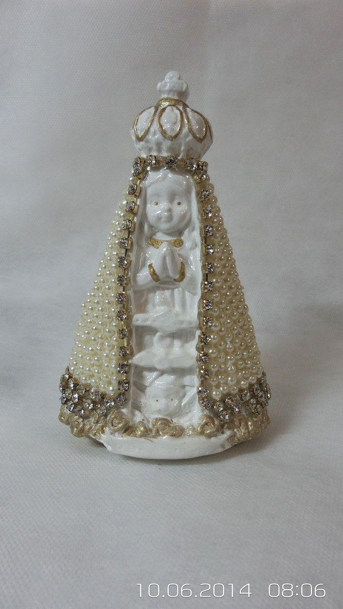 Nossa Senhora Aparecida criança em pérola com detalhes em strass. 15 cm de altura