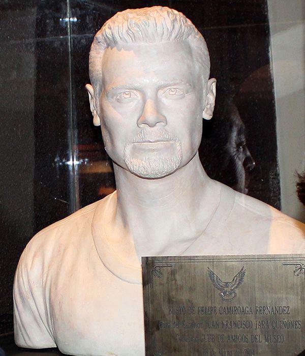 Busto de Felipe Camiroaga en el museo de Villa Alegre.