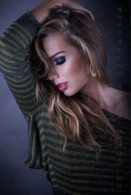 Smoky eyes in green with hint of dark blue. Photo: Ewa Szymańska,  Model: Dominika Rzepka, Make up& style: agnieszkabaczek.pl