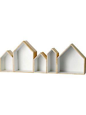 """Dieses 5-teilige Regal Set der Marke Bloomingville eignet sich hervorragend für tolle individuelle Wanddekorationen. Durch verschiedene Anordnung der Wandregale können Sie jedem Raum eine persönliche Note verleihen. Die Regale im skandinavischen Design sind aus Holz gefertigt und von innen weiß bemalt. Die Rahmen in Haus Form haben eine Höhe zwischen 24 - 35 cm. Die Häuser nebeneinander haben eine Gesamtlänge von 95 cm und die Tiefe beträgt 16 cm. """"Share your Style. Tell your story. Change…"""