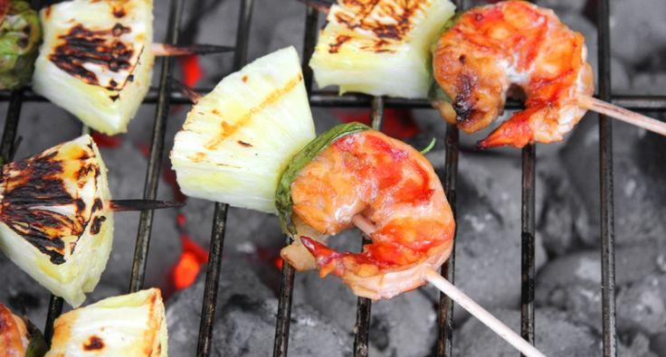 Przepis na grillowane krewetki z ananasem:   Wspaniały smakołyk! Doskonała grillowana przekąska. Jeśli oczekujemy wielu gości, to grillowane krewetki mogą być podane jako samodzielna przekąska. Bardzo dobry przepis!