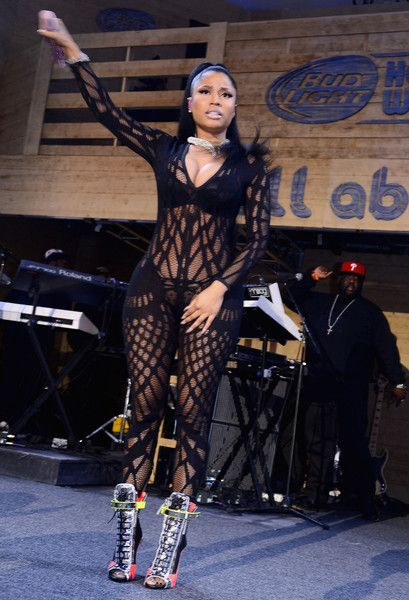 PRE-SUPER BOWL PARTIES: Nicki Minaj ROCKS The Stage At Bud Light House Of Whatever   J. Cole PERFORMS At ESPN The Party