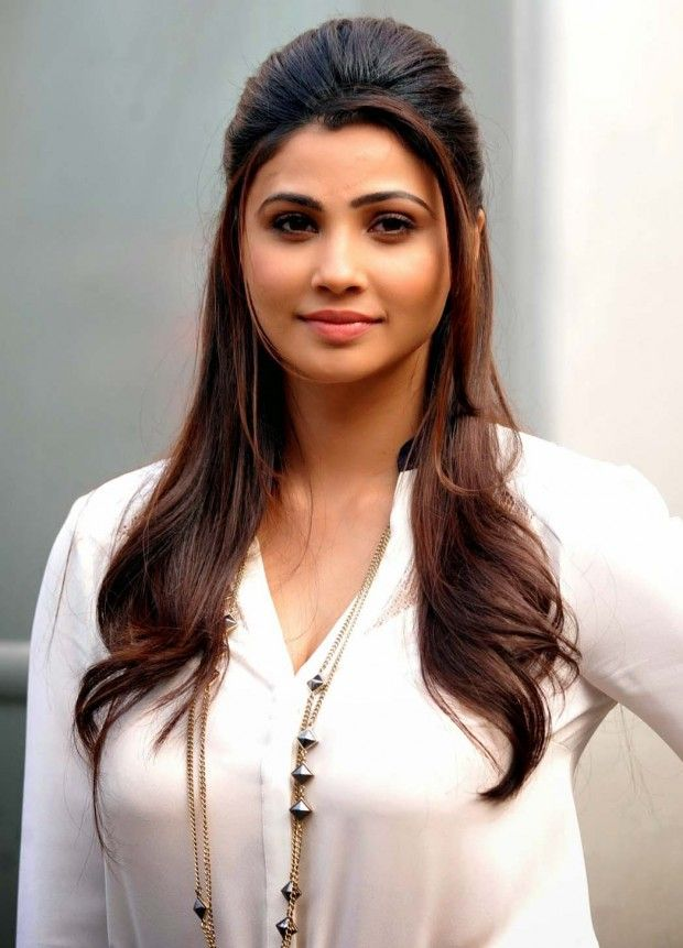 Download Wallpapers of Indian Actress Daisy Shah