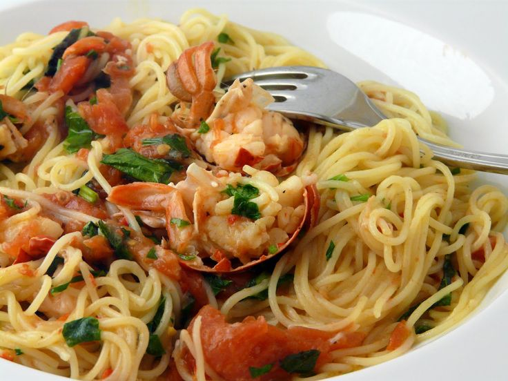 Angel hair pasta with lobster good omit tomatoes chili for How to make lobster pasta