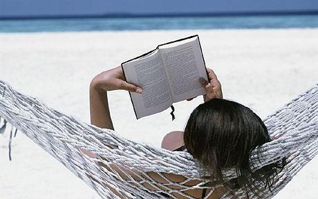 lekker lezen in een hangmat!