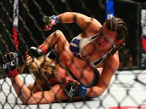 Miesha Tate gets the better of Holly Holm