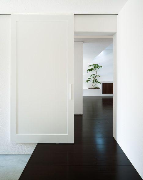 on somethingBlack Floors, Japanese Architecture, Gables House, White Walls, Interiors Design, Dark Floors, Architecture Office, Design Home, Sliding Doors