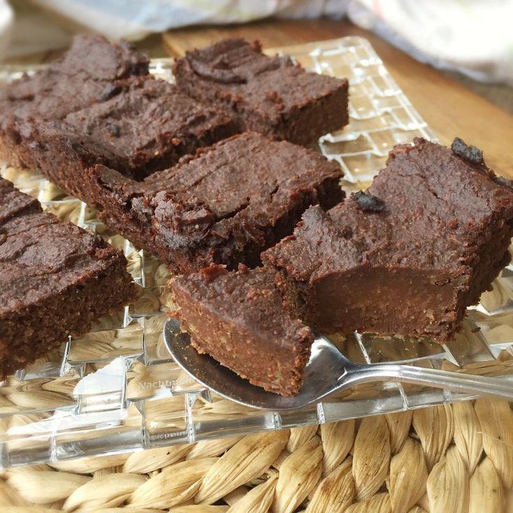 Voici pour vous ma deuxième recette de brownies, que j'ai appelée chocolate fudge brownies car leur texture est très différente de celle des brownies aux haricots noirs. Elle ressemble plus à des caramels aux chocolat mélangés à du brownie. Autant vous dire que c'est undélice. Je vous ai déjà vanté les bénéfices de la patate [...]