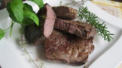 Rezept: Steak, sanft gegart mit Zitronen-Kräuterbutter