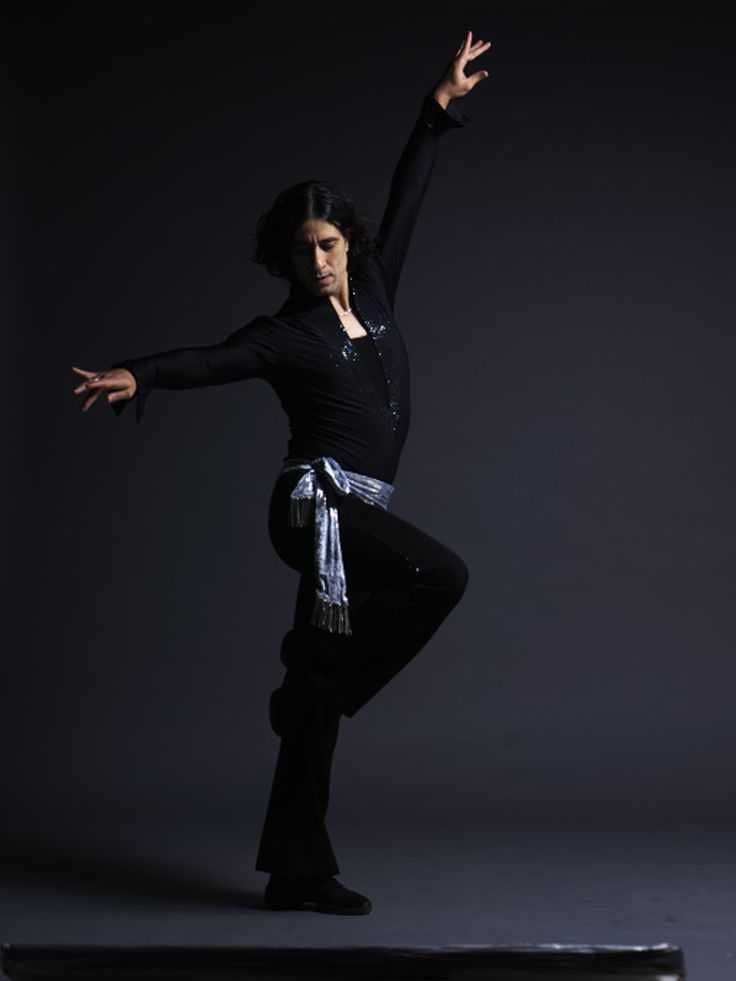 El Hosseny Dance - Mohamed El Hosseny Photo Ofer Amir