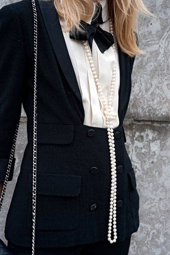 fashionanddetails:  chanel.. paris street..