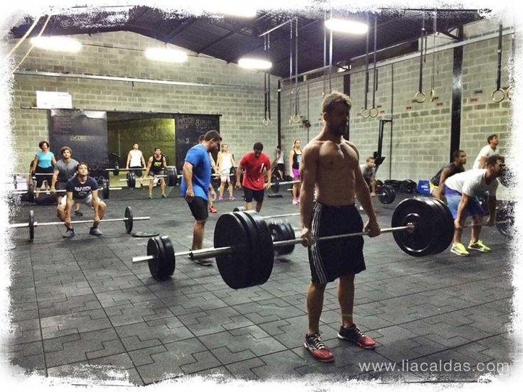 A academia de crossfit CFP9 – Crossfit Posto 9 – fica na Barrinha, no Rio de Janeiro. #liacaldas40 #crossfit  #fitness #vidaativa #activelife #vidasaudavel #exercicio #exercise #workout #malhacao