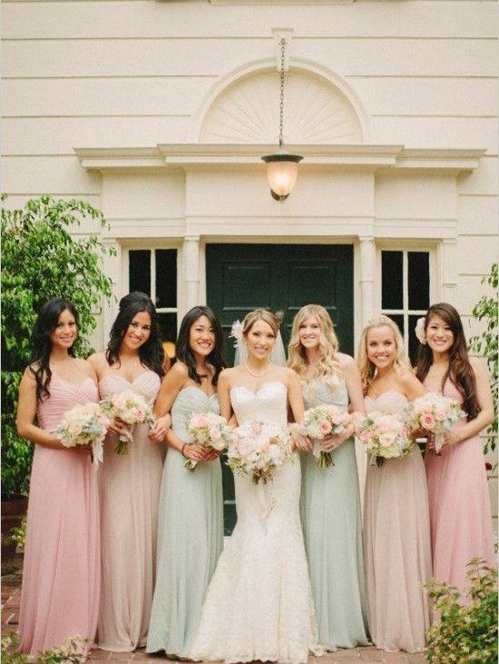 Vestidos Vintage Os mais românticos! Dão um ar de pureza às madrinhas e ficam lindos em casamentos campestres.