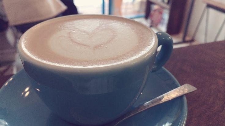 「coffee Journey」ーLIGHT UP COFFEE 【吉祥寺カフェSong】  公式LINE@:吉祥寺カフェレポート&カフェSongをスマホにお届けっ(/・ω・)/http://www.music-dressup.com/WordPres...   吉祥寺カフェ「LIGHT UP COFFEE (ライトアップコーヒー)」の歌を作ってみました(/・ω・)/   動画には、カフェSongと一緒に、実際にめぐった時に 私が撮影したPhotoたちもご紹介しています! カフェ選びのご参考にどうぞ♪  *カフェレポート記事はこちら♪(私のBlogです^^) http://www.music-dressup.com/WordPres...