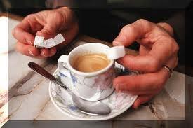 06 - DISACARIDOS - Son la unión de dos monosacáridos, uno de los cuales es la glucosa.  Sacarosa (glucosa + fructosa): Es el azúcar común, obtenido de la remolacha y del azúcar de caña.  Maltosa (glucosa + glucosa): Raramente se encuentra libre en la naturaleza.  Lactosa (glucosa + galactosa): Es el azúcar de la leche.  Al conjunto de monosacáridos y disacáridos se les llaman azúcares.