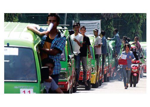 Sopir Angkot Tolak Angkutan Berbasis Online