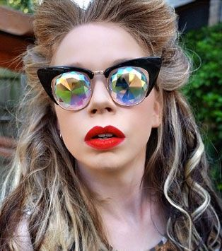 Grav3yardgirl wears h0les eyewear PRR prism glasses