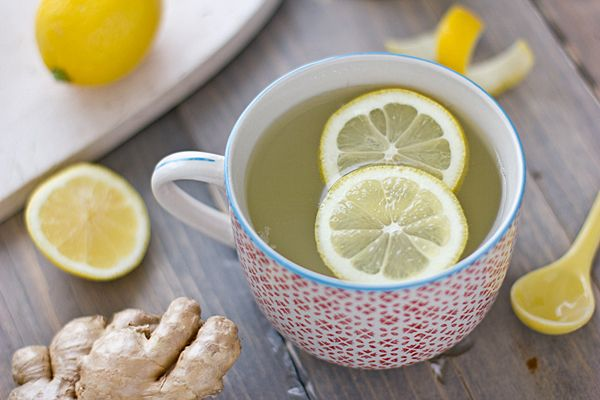 Dit gember citroen detox drankje is een perfecte manier om je dag te beginnen. Het past erg goed in het 3 dagen detox programma.