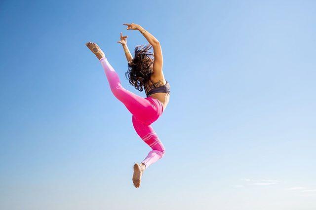 Let's fly in these women's pink yoga leggings. Pink active leggings, pink fitness leggings, pink gym leggings. www.mymantraactive.com