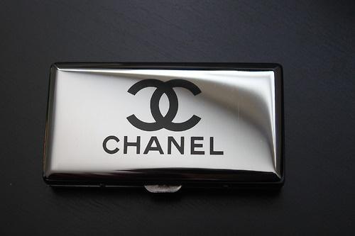 chanel cigarette case le smoking pinterest chanel cases and cigarette case. Black Bedroom Furniture Sets. Home Design Ideas