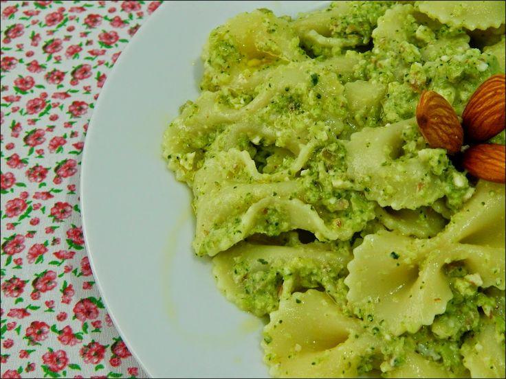 Na Casa da Ma - Macarrão com pesto de brócolis