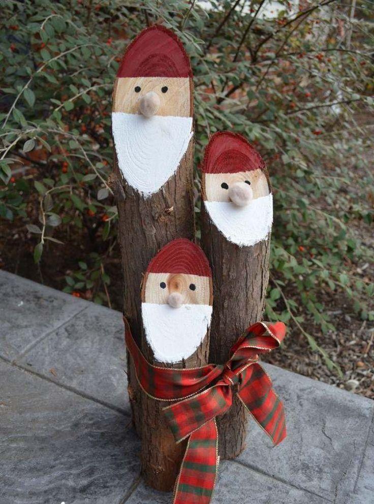décoration scandinave Noël pour le jardin: bûches peintes Père Noël