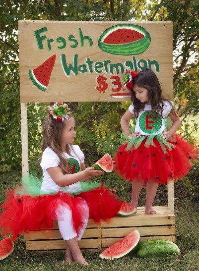 everyone is doing lemonde stands! Nicole Elise Photography will do watermelon :))