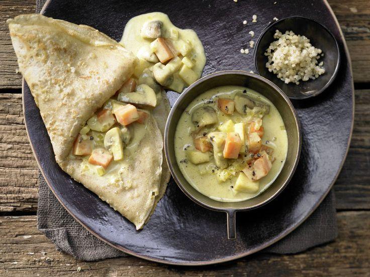 Quinoa-Pfannkuchen - mit Gemüse-Pilz-Ragout - smarter - Kalorien: 403 Kcal - Zeit: 1 Std. | eatsmarter.de