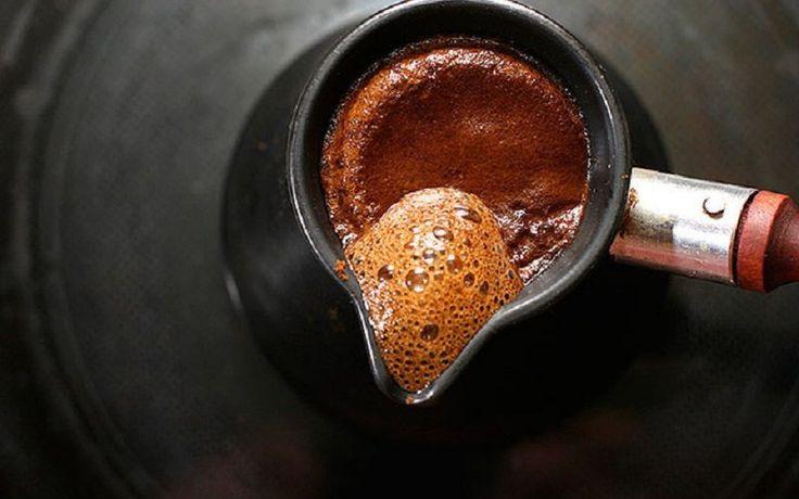 Milovníci kávy, pridajte si do nej škoricu alebo olivový olej a uvidíte čo po niakom čase nastane.