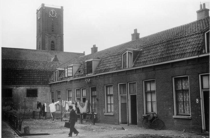Utrecht - de Oranjehof met op de achtergrond de Jacobikerk - 1942 -  fotograaf Nico Jesse