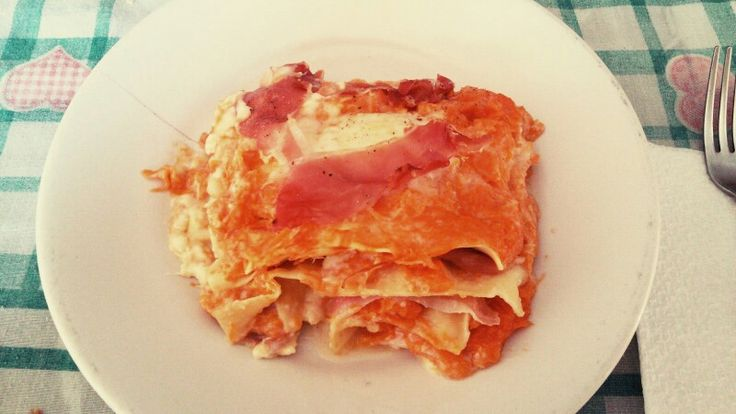 lasagna con zucca, prosciutto crudo e provola SENZA LATTOSIO. .... giusto una cosetta così :)