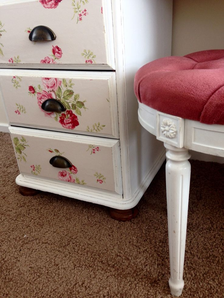 Annie Sloan chalk paint solid pine dressing table Decoupage in an iconic Cath Kidston paper. Cup handles www.facebook.com/MontanaMaisonAmour