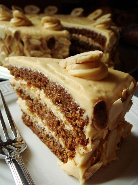 Butterscotch Banana Cake with Caramel Cream
