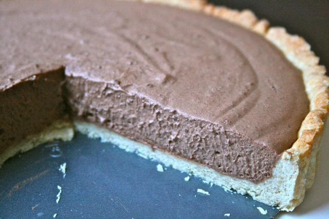 Chocolate Bailey's Mousse Tart for a St. Patricks' Day Party.  Recipe @  http://gottagetbaked.com/2013/03/11/chocolate-baileys-mousse-tart-for-a-st-patricks-day-party/