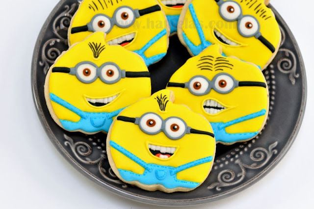 Despicable Me Minions Cookies http://www.hanielas.com/2013/08/despicable-me-minions-cookies.html