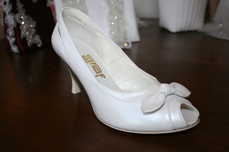 Beautiful shoes for the wedding, which you can wear afterwards as well.