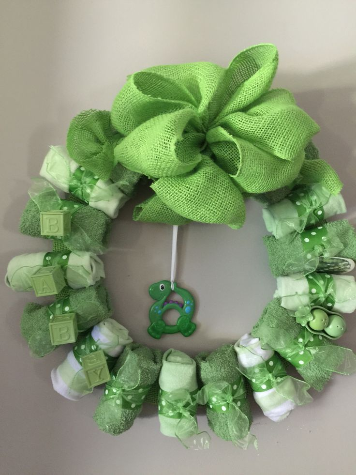 Two peas in a pod baby shower wreath