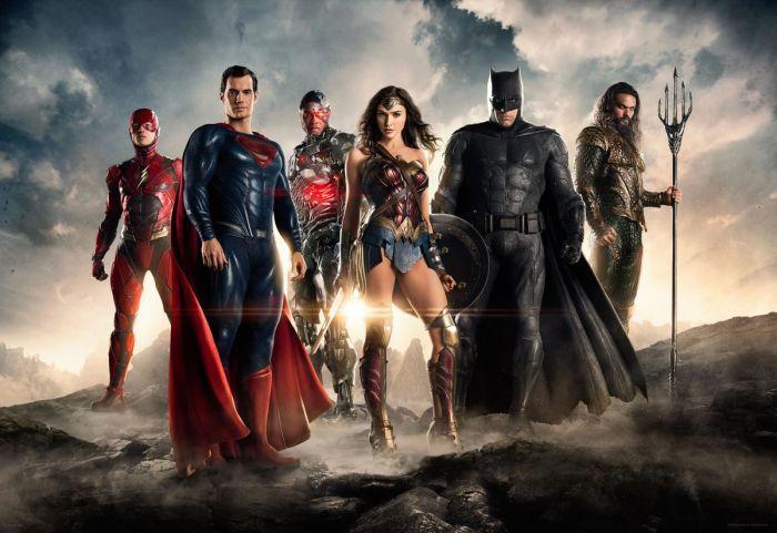 (16 de Novembro; 2017) Alimentado por sua fé restaurada na humanidade e inspirado pelo ato de altruísmo de Superman, Bruce Wayne busca a ajuda de sua nova aliada