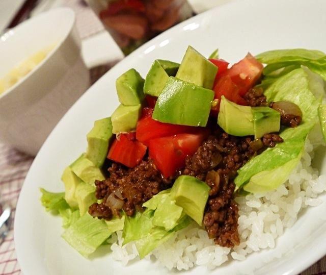 料理ジャンルがわからない〜。とりあえずキャップのだから沖縄にしとく。 - 68件のもぐもぐ - 沖縄「ピロピロ」ライフさんの料理 タコライス by MakiHiro