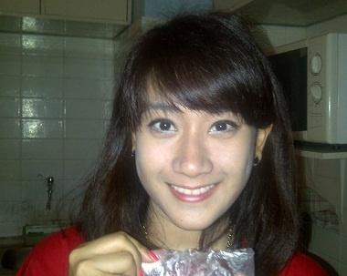 """MILDHA RACHMA F A  Demam KOREA cukup membahana di tanah air indonesia,sejak kemunculannya mulai dari sinema drama asia khususnya korea,salah satu yang cukup terkenal yaitu """"ENDLESS LOVE"""" membuat gadis cantik berdarah Papua-Sunda ini semakin menggila dengan kehadiran artis dan aktor korea.  Mau tau aksi milda meniru aksi para artis-artis korea ?? yuk langsung aja klik  http://youokibayar.com/you-kece_v967c"""