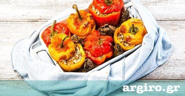 Γεμιστές πιπεριές με ρύζι, κιμά και φέτα από την Αργυρώ Μπαρμπαρίγου   Πολύχρωμες πιπεριές, χορταστικές, πεντανόστιμες και αγαπητές από όλη την οικογένεια!